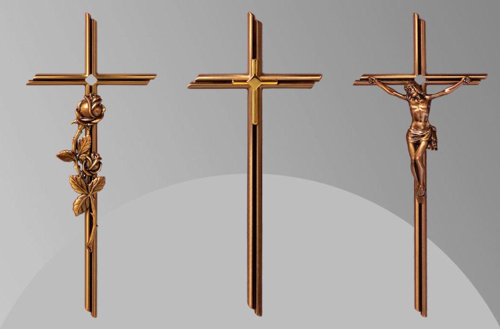 nadgrobni kriz s pozlatom, kriz s ruzom, kriz s isusom kristom